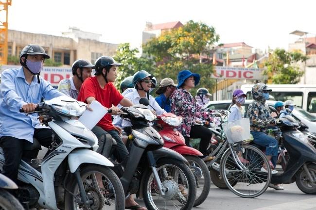 Thời sự trưa ngày 03/11/2014: Bắt đầu từ hôm nay, phí sử dụng đường bộ đối với xe máy tăng thêm 50.000 đồng, lên mức 150.000 đồng/năm