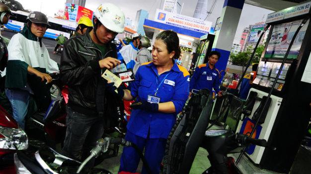 Theo dòng thời sự ngày 08/9/2014: Nghị định mới về kinh doanh xăng dầu và những kỳ vọng về sự minh bạch của thị trường xăng dầu Việt Nam.