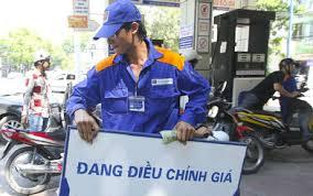 Thời sự đêm ngày 4/11/2014: Bộ Công thương xin ý kiến Chính phủ giảm giá xăng dầu lần thứ 9, không chờ đủ 15 ngày theo qui định.