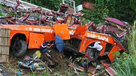 Thời sự sáng ngày 04/9/2014: Thu hồi giấy phép của Hãng xe Sao Việt sau vụ xe khách của hãng này lao xuống vực ở Lào Cai