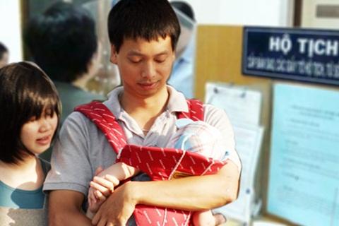 Thời sự đêm ngày 02/8/2014: Sẽ thực hiện đăng ký khai sinh, thường trú, cấp thẻ bảo hiểm y tế cho trẻ em dưới 6 tuổi trong 1 lần và cùng 1 nơi