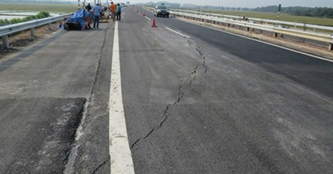 Thời sự chiều ngày 25/9/2014: Bộ Xây dựng đề nghị Bộ Giao thông vận tải chỉ đạo chủ đầu tư xác định rõ nguyên nhân nứt mặt đường cao tốc Nội Bài - Lào Cai