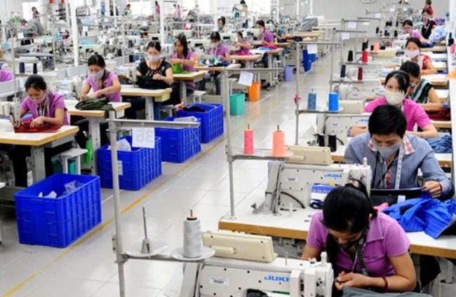 Hiện tượng nở rộ khu công nghiệp dệt may ở các địa phương để đón đầu TPP sẽ gây ô nhiêm môi trường và nhập khẩu công nghệ lạc hậu. (Thời sự sáng 22/10/2015)