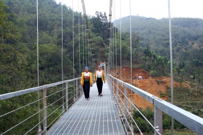 Đã hoàn thành 187 cây cầu treo tại các tỉnh có nhu cầu cấp bách về cầu treo dân sinh (Thời sự sáng ngày 15/11/2015)