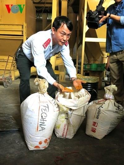 Bộ Nông nghiệp và Phát triển nông thôn bổ sung chất Vàng- Ô vào danh mục chất cấm trong thức ăn chăn nuôi. (Thời sự sáng 17/11/2015)