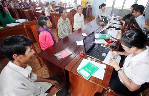 20.000 hộ mới thoát nghèo ở tỉnh Gia Lai chưa tiếp cận được vốn vay ưu đãi (Thời sự đêm ngày 25/11/2015)