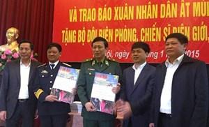 Tâm tình biên giới và hải đảo ngày 01/02/2015: Mang báo Xuân Nhân dân đến biên giới, hải đảo.