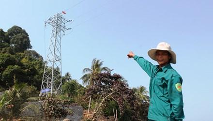 Thời sự đêm ngày 11/02/2015: Điện lưới quốc gia ra đảo Hòn Tre, tỉnh Kiên Giang: Đường dây điện vượt biển trên không đầu tiên ở Việt Nam