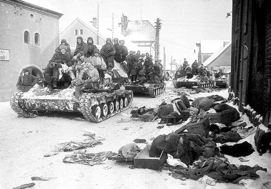 Hồ sơ sự kiện quốc tế ngày 03/02/2015: Lịch sử, vai trò của Hồng quân Liên Xô giải phóng trại Au-xchuyt, Ba Lan trong Thế chiến thứ 2.