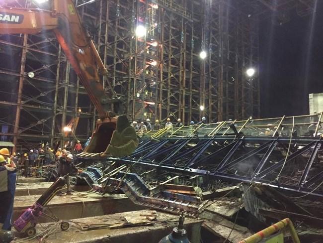 Thời sự sáng ngày 26/3/2015: Sập giàn giáo tại công trường thuộc dự án Formosa, huyện Kỳ Anh, tỉnh Hà Tĩnh khiến 12 người thiệt mạng và hàng chục người bị thương