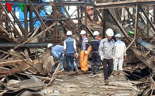 Thời sự đêm ngày 30/3/2015: Đề nghị tạm hoãn làm thủ tục xuất cảnh cho một số cán bộ, nhân viên của Công ty C&T Samsung Vietnam để phục vụ công tác điều tra vụ sập giàn giáo tại công trường Fomosa, Hà Tĩnh.