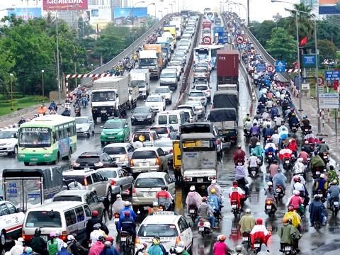 Thời sự trưa ngày 22/4/2015: Ủy Ban An toàn giao thông quốc gia Việt Nam vừa công bố 10 số điện thoại nóng để người dân có thể phản ánh tình hình trật tự an toàn giao thông dịp nghỉ lễ Giỗ tổ Hùng Vương, 30/4 và 1/5 sắp tới.