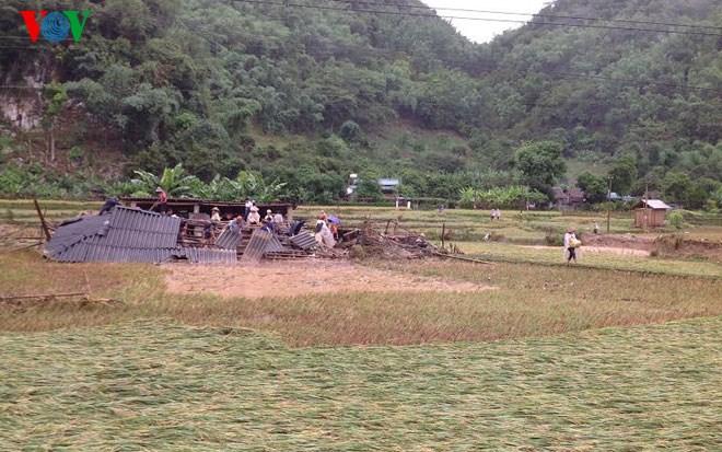 Thời sự sáng ngày 26/6/2015: Phó Thủ tướng Nguyễn Xuân Phúc yêu cầu các bộ, ngành và địa phương khẩn trương khắc phục hậu quả cơn bão số 1, giúp nhân dân sớm ổn định cuộc sống.