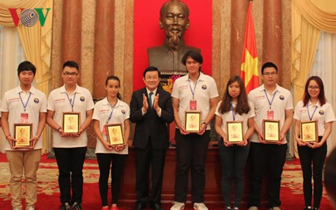 Thời sự chiều ngày 14/7/2015: Chủ tịch nước Trương Tấn Sang gặp mặt đoàn đại biểu thanh thiếu niên Việt kiều tiêu biểu nhân dịp về nước dự trại hè 2015.