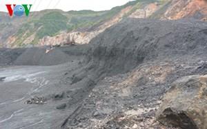 Thời sự sáng ngày 30/7/2015: Người dân Quảng Ninh đặc biệt đề phòng nguy cơ sạt lở từ các bãi thải mỏ than sau mưa lũ.
