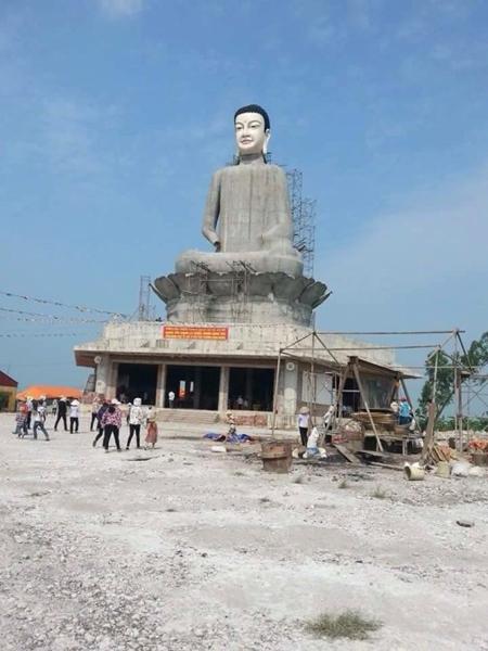 Thời sự đêm ngày 08/7/2015; Đình chỉ hoạt động xây dựng tại chùa Sắc Thiên Vương Quan Âm tại tỉnh Thái Bình sau vụ tượng Phật cao hơn 28 mét tại ngôi chùa này đổ sập vào chiều tối qua