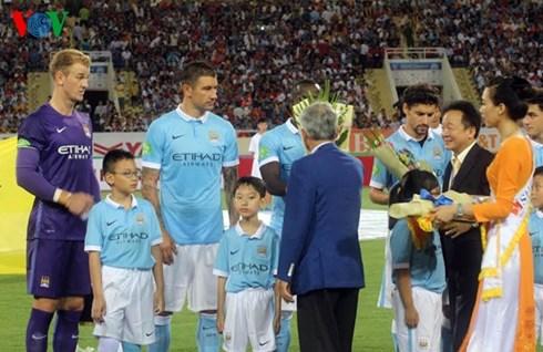 Bệnh hình thức qua câu chuyện khai mạc dài lê thê trước trận đấu giao hữu giữa đội tuyển Việt Nam với câu lạc bộ Manchestrer City (Thức cùng sự kiện ngày 3/8/2015)