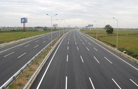 Bộ Tài chính bác đề xuất 230.000 tỷ đồng làm cao tốc Bắc Nam mà Bộ Giao thông Vận tải vừa trình Chính phủ (Thời sự trưa 9/10/2016)