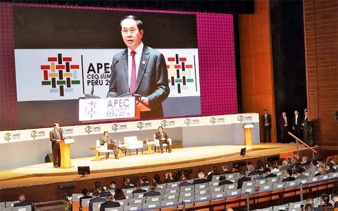Chủ tịch nước Trần Đại Quang khẳng định, đăng cai Năm APEC 2017 là trọng tâm đối ngoại của Việt Nam đến năm 2020, thể hiện mong muốn đóng góp tích cực vào tiến trình APEC, góp phần đưa châu Á – Thái Bình Dương ngày càng phát triển, thịnh vượng (Thời sự trưa 21/11/2016)