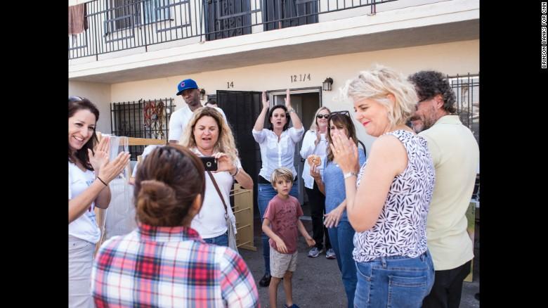 """Georgie Smith - Người mang đến những """"ngôi nhà ấm áp"""" cho người trưởng thành ở quận Los Angeles, Mỹ (12/12/2016)"""