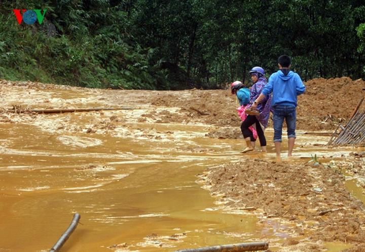 Thủ tướng chính phủ có công điện yêu cầu các địa phương tập trung mọi nguồn lực giúp dân khắc phục mưa lũ, sớm ổn định cuộc sống (Thời sự chiều 15/12/2016)