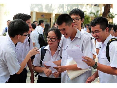 Sở Giáo dục đào tạo Hà Nội công bố điểm chuẩn vào lớp 10 trung học phổ thông chuyên. (Thời sự đêm 22/6/2016)