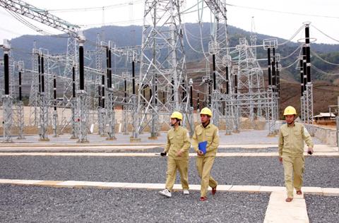 Tổng công ty truyền tải điện quốc gia với các giải pháp đảm bảo an toàn hệ thống truyền tải điện và an toàn điện mùa mưa bão. (15/7/2016)
