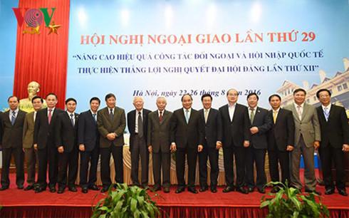 Thủ tướng Nguyễn Xuân Phúc nhấn mạnh, ngành ngoại giao cần quán triệt và xây dựng ngành ngoại giao theo tinh thần của Chính phủ kiến tạo. (Thời sự chiều 23/8/2016)
