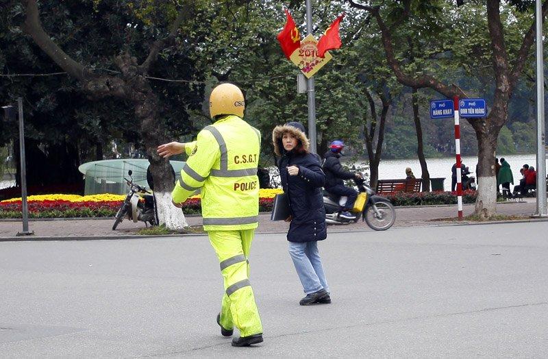 Xử phạt người đi bộ vi phạm luật giao thông. (02/02/2016)