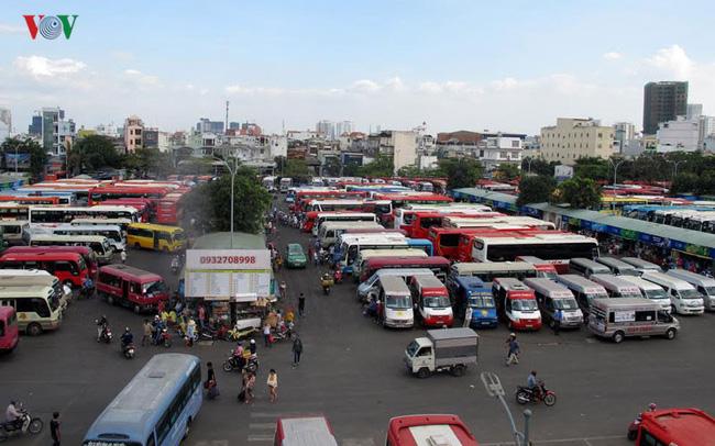 Ủy ban An toàn giao thông Quốc gia đề nghị Ban An toàn giao thông tỉnh, thành phố trực thuộc Trung ương xử lý nghiêm việc tăng giá vé vận chuyển hành khách sai quy định trong dịp Tết. Trong khi đó, nhiều hãng xe đã tăng giá vé từ 7% đến 60% so với ngày thường (Thời sự trưa 20/1/2017)