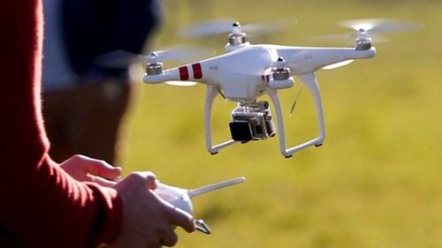 Bộ Quốc phòng đề nghị quản lý chặt tàu bay không người lái, các phương tiện bay siêu nhẹ nhằm ngăn chặn các hoạt động chống phá an ninh quốc phòng, an toàn hàng không và trật tự an toàn xã hội (Thời sự sáng 13/10/2017)