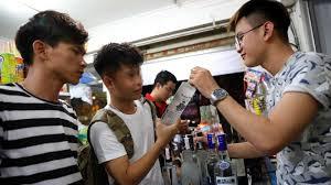 Tính khả thi của quy định cấm bán rượu cho người dưới 18 tuổi qua mạng Internet, và máy bán hàng tự động  (25/10/2017)