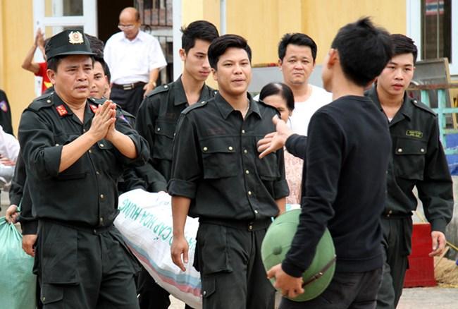 Công an thành phố Hà Nội kêu gọi người bắt giữ cán bộ ở Đồng Tâm tự thú và đầu thú, trong đó cam kết sẽ không bắt, giam giữ và bảo đảm tốt nhất quyền, lợi ích hợp pháp của người tự thú, đầu thú theo quy định của pháp luật (Thời sự sáng 14/10/2017)