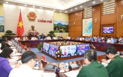 Chủ trì Hội nghị trực tuyến toàn quốc về tăng cường công tác quản lý bảo vệ rừng, Thủ tướng Nguyễn Xuân Phúc chỉ đạo không có vùng cấm trong xử lý vi phạm (Thời sự trưa 14/10/2017)