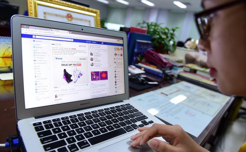 Bộ Tài chính đề xuất các giải pháp để thu thuế các dịch vụ quảng cáo trên Facebook, Google (Thời sự trưa 20/11/2017)