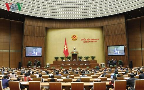 Sau một tháng làm việc với tinh thần nghiêm túc và trách nhiệm, hôm nay, kỳ họp thứ 4 Quốc hội khóa 14 đã bế mạc, hoàn thành toàn bộ nội dung chương trình đề ra (Thời sự chiều 24/11/2017)