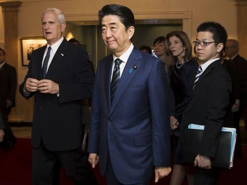 Thủ tướng Nhật Bản thăm Mỹ, thắt chặt quan hệ đồng minh  (10/02/2017)