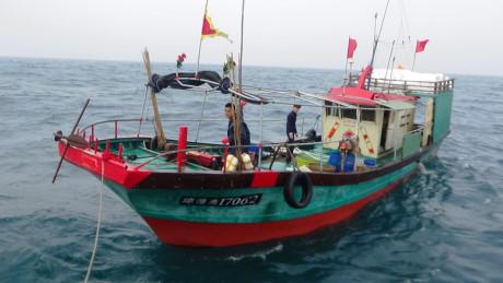 Biên phòng tỉnh Quảng Bình truy đuổi 3 tàu cá Trung Quốc xâm nhập trái phép vùng biển nước ta (Thời sự chiều 03/03/2017)