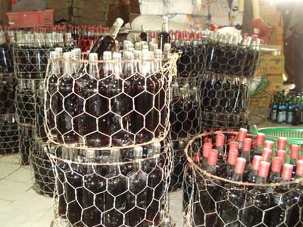 """Báo động đỏ tình trạng buôn bán, sử dụng rượu """"3 không"""": không nhãn mác, không địa chỉ sản xuất, không thành phần chiết suất (13/3/2017)"""