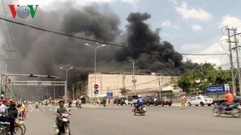 Liên tiếp xảy ra các vụ cháy tại thành phố Hồ Chí Minh, Cần Thơ và Quảng Ngãi gây thiệt hại nặng về tài sản (Thời sự chiều 23/3/2017)