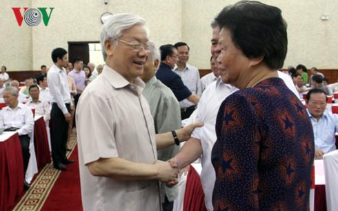 Tổng Bí thư Nguyễn Phú Trọng chủ trì hội nghị gặp mặt cán bộ cấp cao đã nghỉ hưu, thông báo tình hình công tác xây dựng Đảng và đấu tranh phòng, chống tham nhũng (Thời sự chiều 17/5/2017)