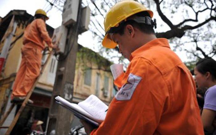 Thủ tướng vừa ra Quyết định về cơ chế điều chỉnh mức giá bán lẻ điện bình quân, trong đó, Tập đoàn Điện lực Việt Nam EVN được tăng giá điện không cần báo cáo trong phạm vi 3-5% (Thời sự đêm 30/6/2017)