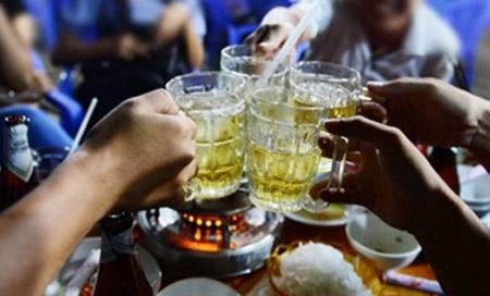 Trung bình mỗi người dân Việt Nam uống 43 lít bia trong năm qua, đưa Việt Nam trở thành quốc gia tiêu thụ bia nhiều thứ 3 trong khu vực châu Á (Thời sự chiều 14/1/2018)