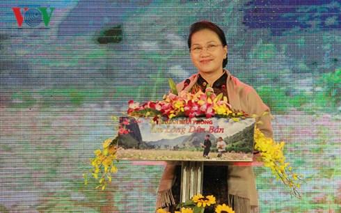Chủ tịch Quốc hội Nguyễn Thị Kim Ngân dự chương trình giao lưu nghệ thuật
