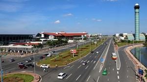 Cục Hàng không Việt Nam đề nghị Bộ Giao thông vận tải tạm dừng thu tiền sử dụng đường dẫn vào các nhà ga hàng không trên toàn quốc, trong đó có sân bay Nội Bài và Tân Sơn Nhất (Thời sự đêm 22/1/2018)