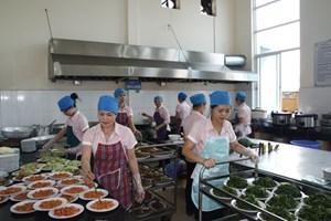 Tăng cường giám sát an toàn thực phẩm bếp ăn trong trường học (23/10/2018)
