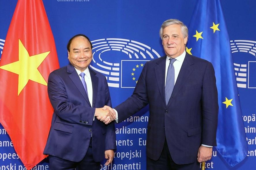 Uỷ ban Châu Âu thông qua Hiệp định thương mại Việt Nam - Liên minh châu Âu (EVFTA).  Đây là kết quả nổi bật trong chuyến thăm và làm việc tại Châu Âu của Thủ tướng Nguyễn Xuân Phúc (Thời sự trưa 18/10/2018)