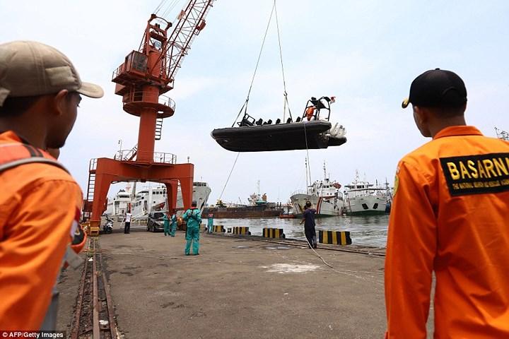 Đã xác định được vị trí hai hộp đen của chiếc máy bay bị rơi ở vùng biển Indonesia và vớt được một số thi thể hành khách (Thời sự chiều 29/10/2018)