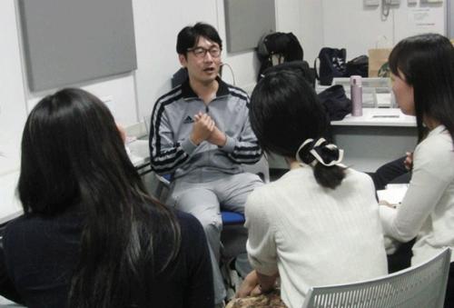 """""""Lớp học khóc""""  ở Nhật Bản - một cách giảm căng thẳng và cải thiện các vấn đề về sức khỏe tâm thần (24/10/2018)"""