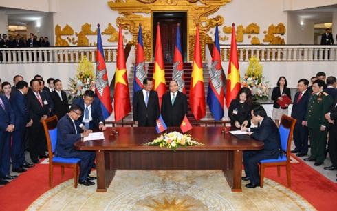 Thủ tướng Nguyễn Xuân Phúc hội đàm với Thủ tướng Campuchia Samdec Techo Hunsen (Thời sự chiều 7/12/2018)